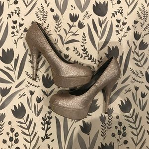 Shoes - New gold shimmer high heels glitter