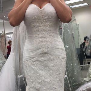 Lace Trumpet Wedding Dress - Ivory