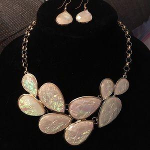 Gorgeous cream/gold teardrop cluster bib w/earring