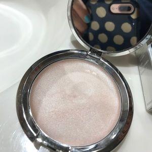 It cosmetics cream highlighter