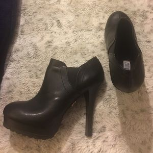 NWOT Jennifer Lopez Platform Ankle Booties Size 9