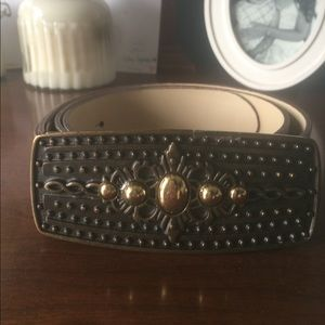 Lucky Brand Accessories - Brown belt - beautiful buckle!