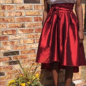 Dresses & Skirts - ❤️Red taffeta high low high waisted skirt with bow
