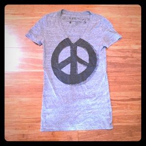 Peace sign grey and black short sleeve tee