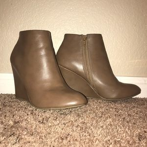 Forever 21 Shoes - ⭐️1 DAY SALE⭐️ Taupe/Tan Booties