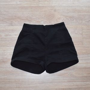 Cooperative Pants - 🌿 High waisted cuffed black shorts || Cooperative