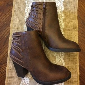 Candie's Shoes - Candies size 6 brown booties