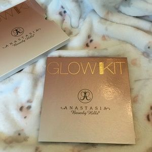 Anastasia Beverly Hills Other - ABH Glow Kit in That Glow