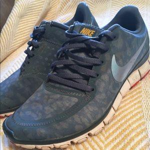 Nike Shoes - Nike tennis shoes. Size 7