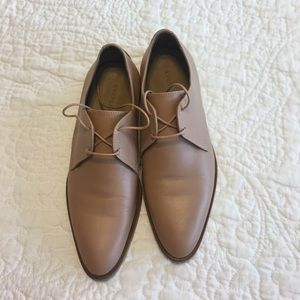 Everlane Shoes - Everlane tan lace up oxford