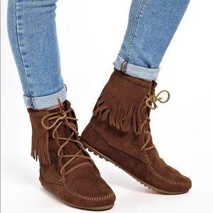 """Minnetonka Shoes - Minnetonka """"tramper"""" fringe ankle lace up bootie 8"""