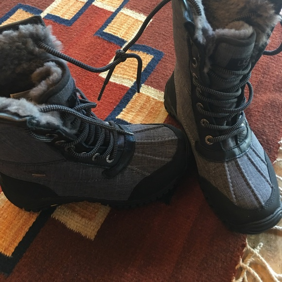 gray uggs size 5