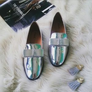 //The Lolita//Metallic Silver bow Loafer