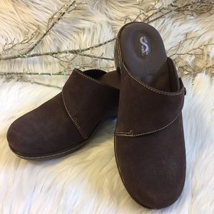 Soft Walk Shoes - Soft Walk Embossed Clogs