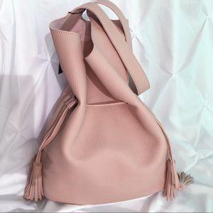 MischkaPu Handbags - ✨NEW✨Blush Bucket Bag Pebble Veg Leather