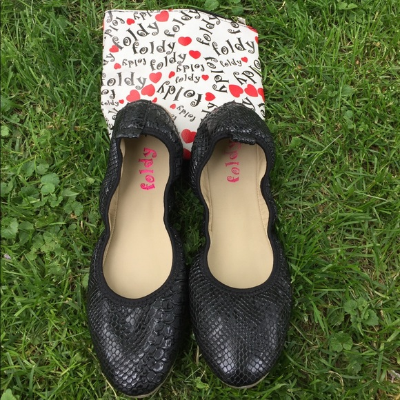 aeb690d27d2dad foldy Shoes - Foldy black snake skin foldable flats