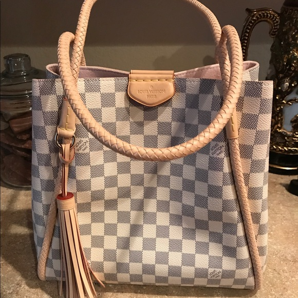3a0a80d4f532 M 5925fe4cfbf6f9f95d00685a. Other Bags you may like. Louis Vuitton Artsy MM