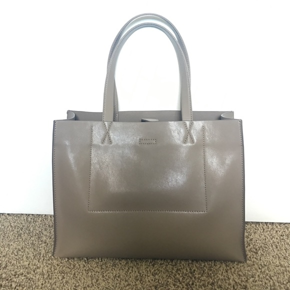 42235f112998 Banana Republic Handbags - Banana Republic Portfolio Structured Tote