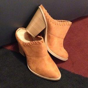 Shoes - ✨✨✨HOST PICK🎉🎉🎉-CAMEL MULES✨✨✨