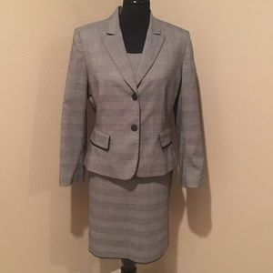Tahari Jackets & Blazers - Stunning three piece Tahari skirt suit