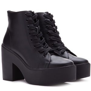 UNIF Shoes - Lace up chunky platform ankle boots