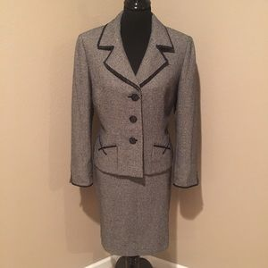 Tahari Jackets & Blazers - Gorgeous black and gray Tahari skirt suit