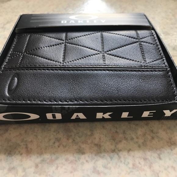 d3852a76db22 Oakley Leather Wallet | CINEMAS 93