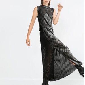 🆕Zara metallic pleated skirt
