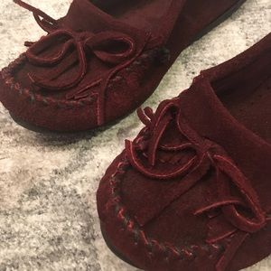 Minnetonka Shoes - Minnetonka Burgundy Moccasins Women's Size 5.5