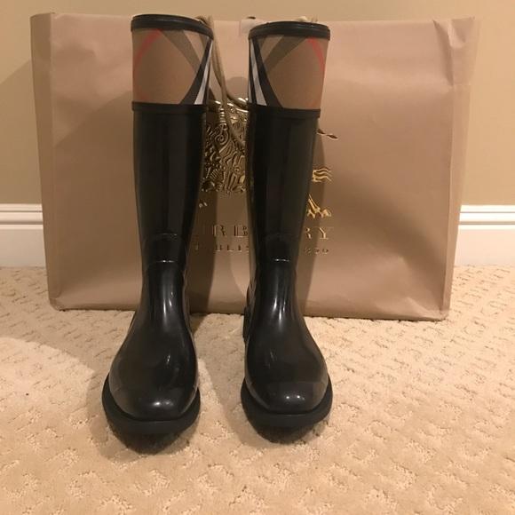 a0ff6417e1b4 Burberry Shoes - Burberry Crosshill Rain Boot (Women)