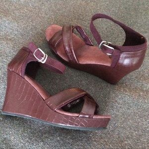 Faux Leather Cushioned Wedge Sandals