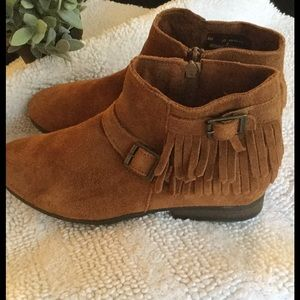 Minnetonka Shoes - Minnetonka fringe ankle boots booties boho 10 🌻🌻