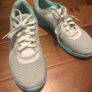 Nike Air Relentless Tennis Shoes