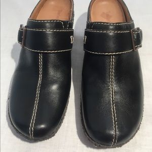 ⬇️$6 Timberland Black Leather Mules/Clogs