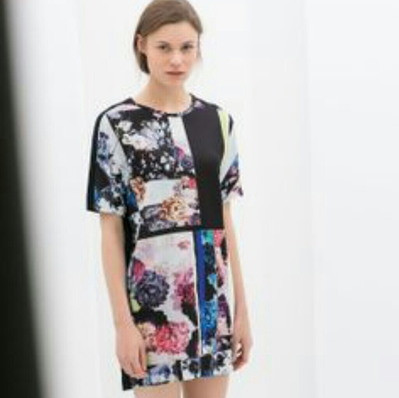 602d3aef Zara contrasting printed floral t-shirt dress