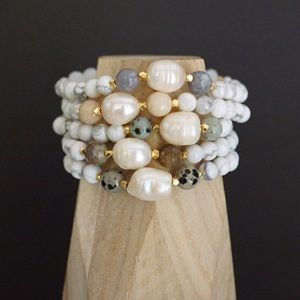 Function & Fringe Jewelry - 🆕Pearl and White Turquoise Bracelet