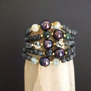 Function & Fringe Jewelry - 🆕Pearl and gemstone bracelet