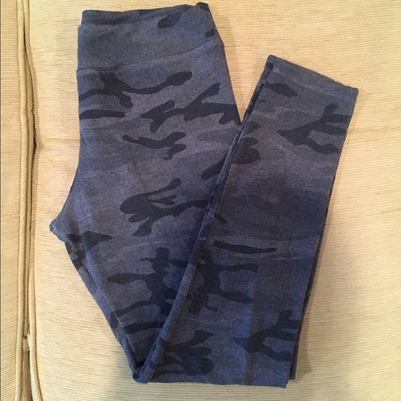 fd7fbdb4294b8 Sundry camo yoga pants (leggings). M_5926e10e4e95a3a19c029f2a