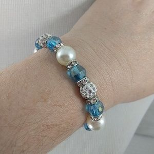 Jewelry - Beaded blue and white bracelet