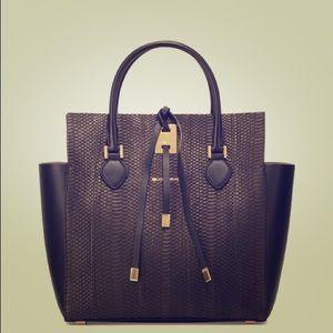Michael Kors Handbags - Authentic Michael kors Miranda