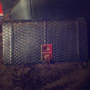 Michael Kors Handbags - Authentic Michael kors Miranda wallet