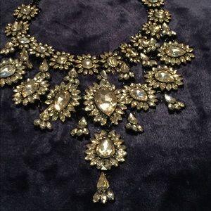Jewelry - Bold & Beautiful Statement Style Necklace