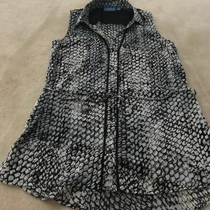 Simply Vera by Vera Wang button up blouse 