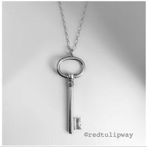 🌹SOLD🌹Auth. Tiffany & Co. XL Oval Key Pendant