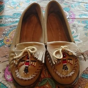 Minnetonka Shoes - Minnetonka leather moccasins sz 7