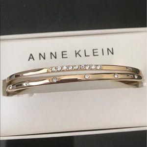 Anne Klein Jewelry - 💋Crystal punctuate the elegant look bracelet💞💕