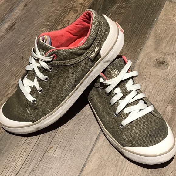 763b355d42bd2 Teva Freewheel washed canvas Sneakers sz 7.5. M 592724acf0137d1d4c00c78f