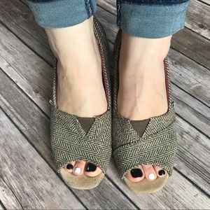 TOMS Wedges (Size 9)