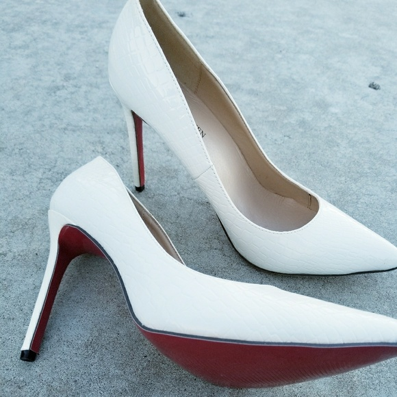 9132da6c200 LOSLANDIFEN White heels with red bottoms.