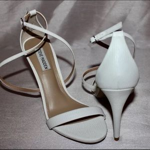 Steve Madden Shoes - Steve Madden white strappy casual heels size 9